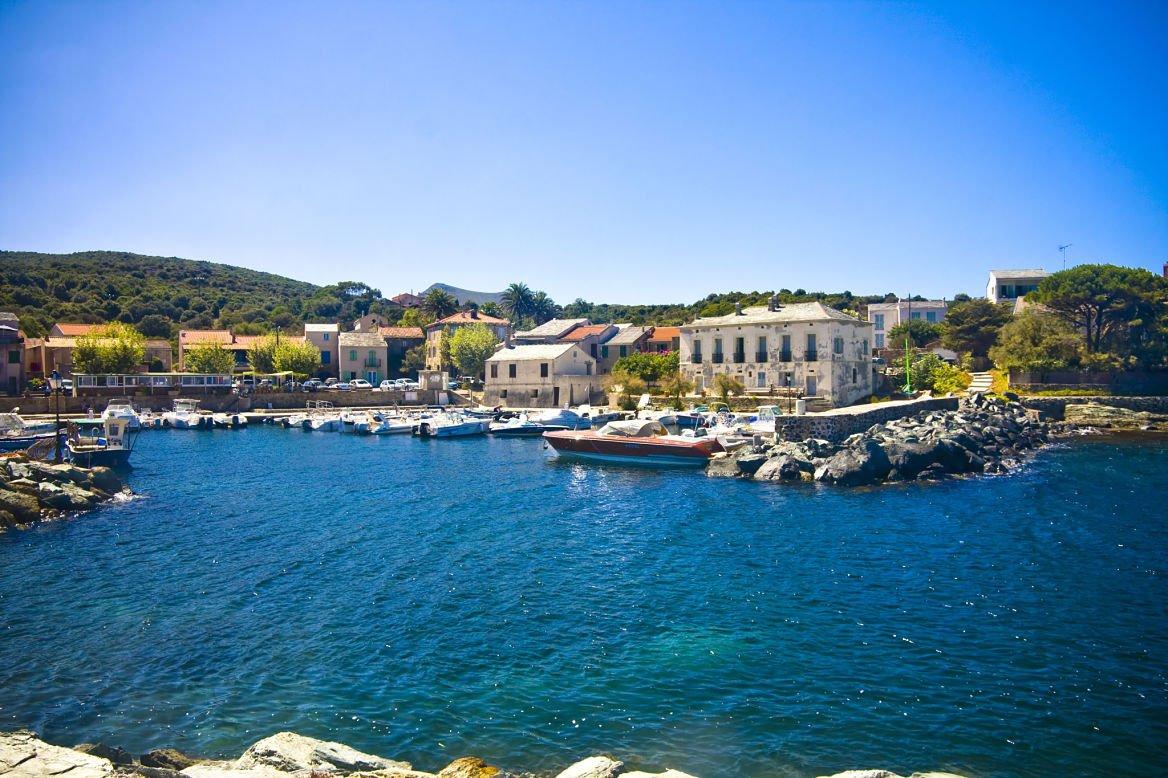 Le village de Barcaggio, Corse