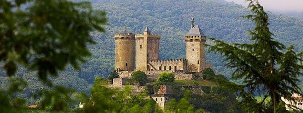 Ariège, vielles pierres aux pieds des Pyrénées