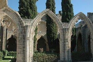 Cloître de l'abbaye de Bellapaïs/© Jorge-11/WikiCommons