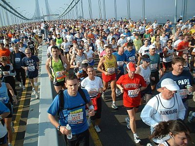 Les courreurs du marathon de New-york traversent le Brooklyn Bridge