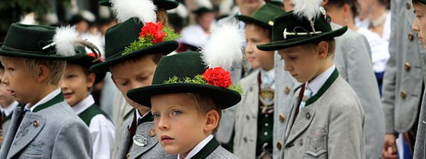 10 costumes traditionnels un peu ridicules