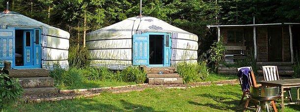 Camping avec des yourtes