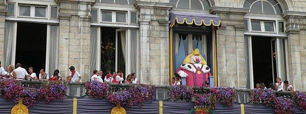 Le roi Léon veille sur les fêtes de Bayonne