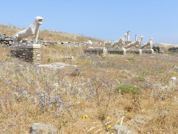 Les lions, présents de Naxos à l'île sacrée de Délos © Marie-Pierre Budin