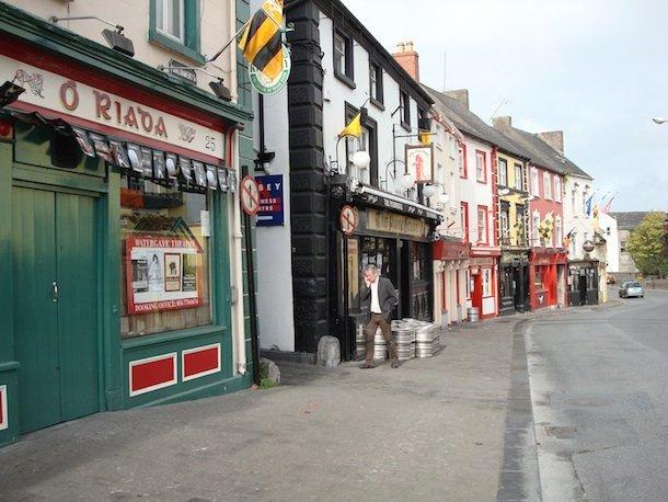 Les pubs de Kilkenny, autre curiosité locale. © Jean Tiffon