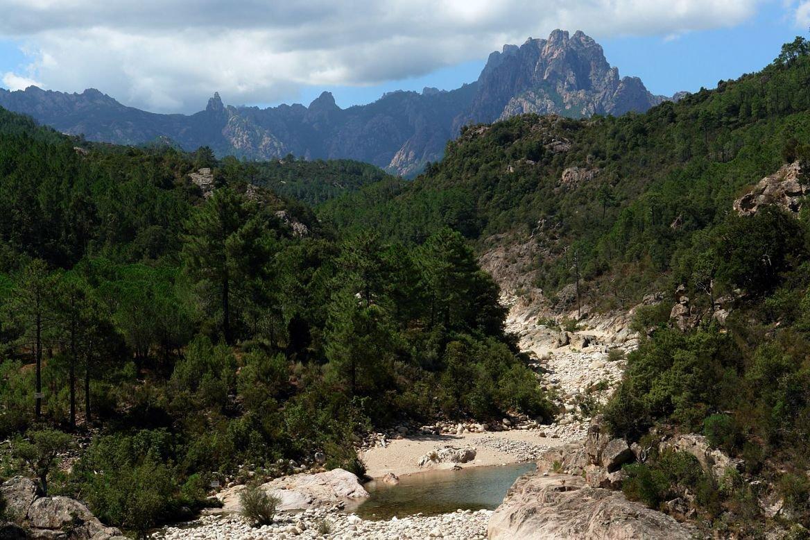 La montagne de Bavella et la rivière de Solenzara, Corse