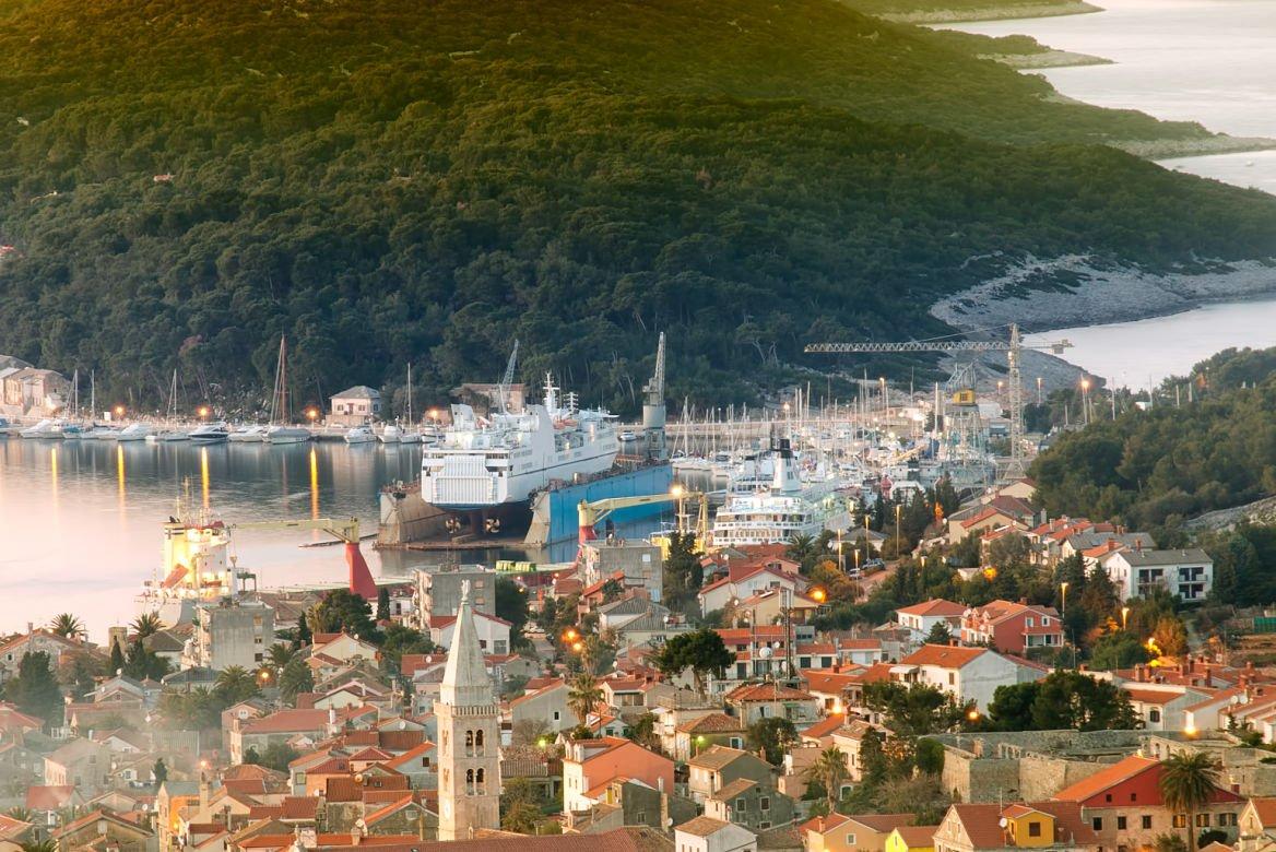 La ville de Mali Lošinj sur l'île de Lošinj, Croatie