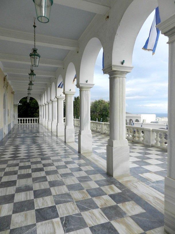 Les arcades de Panagia Evangelistria, Tinos, Cyclades