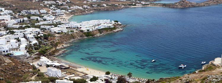 La plage de Psarou à Mykonos, Cyclades ©Panos Karas / Shutterstock.com