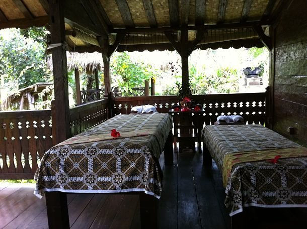 Tables de massage à Bali ©Julie Wood