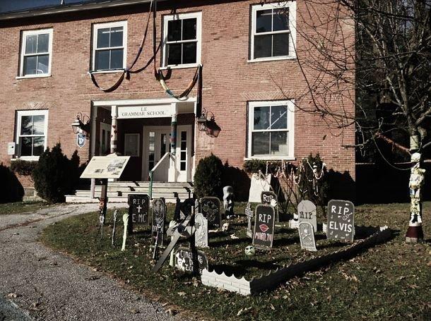 Le «cimetière» de l'école de Frelighsburg.