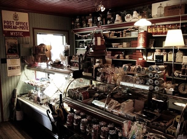 Le magasin général de Mystic. québec halloween
