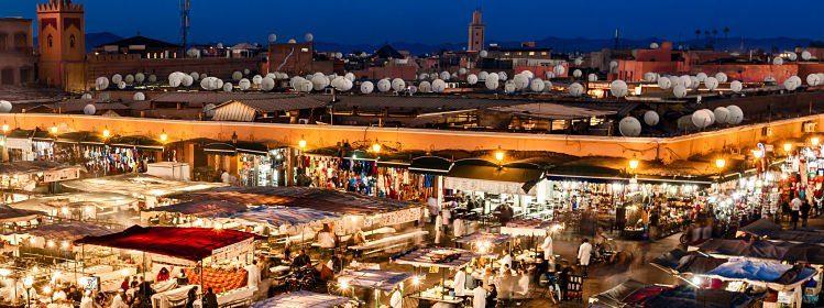 Marché de nuit sur la place Jemaâ-el-Fna, Marrakech, Maroc ©crin/Shutterstock