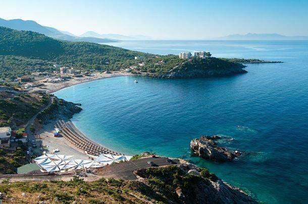La plage de Jal en Albanie ©Shutterstock/Ollirg