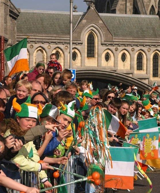saint patrick dublin Sur le trajet de la parade: ne poussez pas, il doit y avoir de la place pour tout le monde!