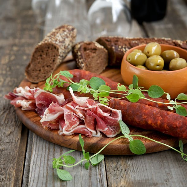Tapas jambon, chorizo, olives