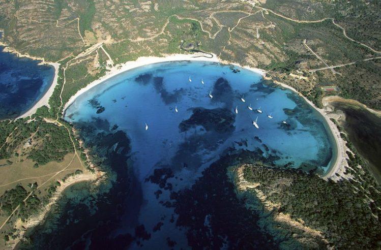 Vue aérienne du golfe et de la plage de Rondinara, Corse