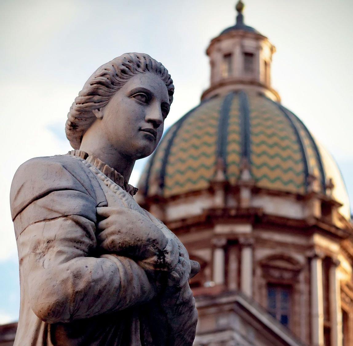 La fontaine Pretoria et le dôme de Saint Caterina, Palerme, Sicile