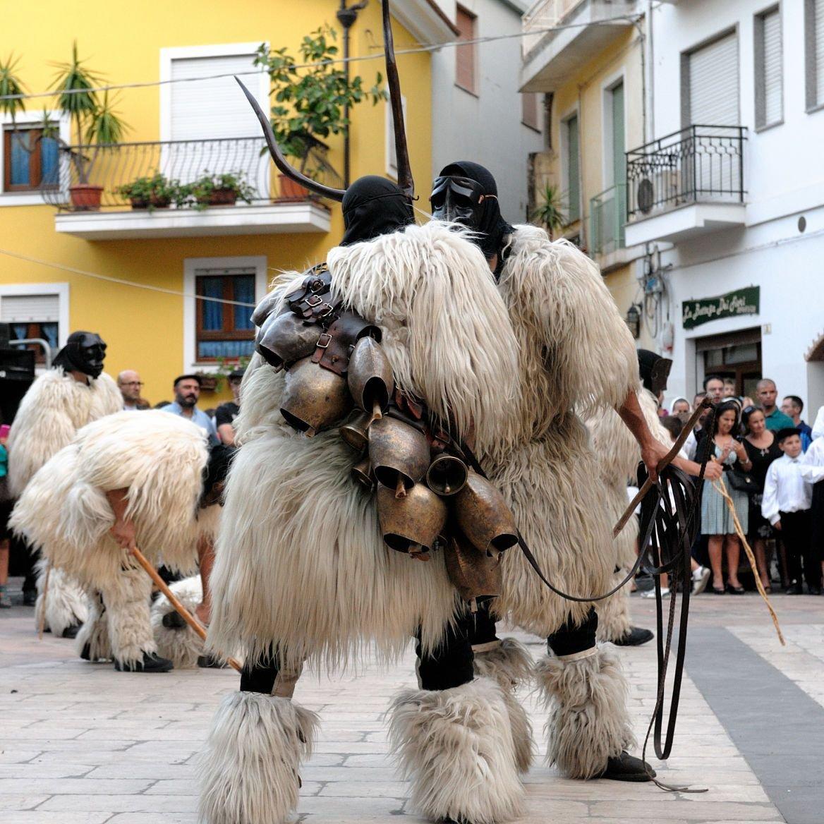 Les mamuthones de Mamoiada, la Barbagia, Sardaigne
