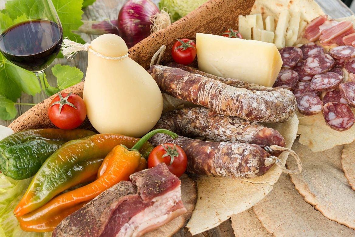 Plateau de nourriture traditionnelle de Sardaigne