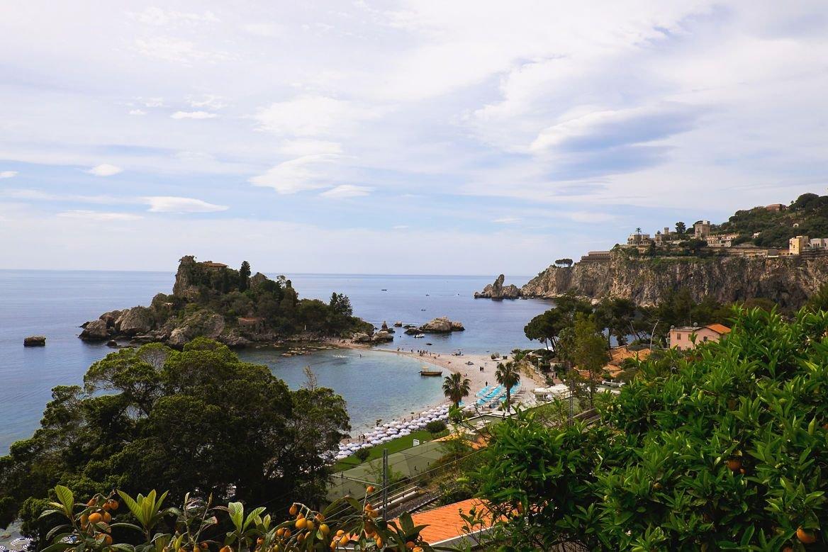 La plage de Isola Bella à Taormina, Sicile