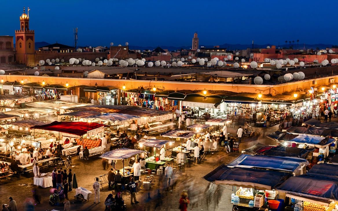 Marché de nuit sur la place Jemaâ-el-Fna, Marrakech, Maroc