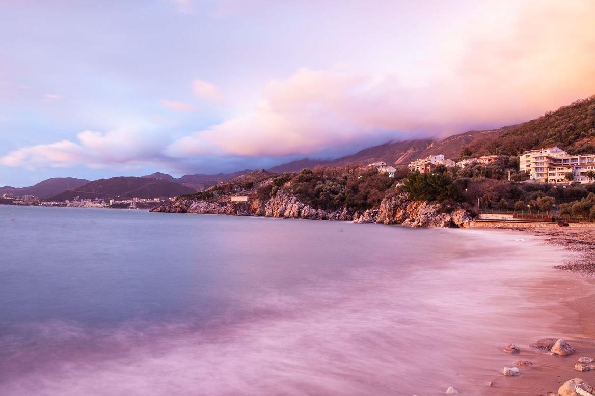 Les 11 plus belles plages du mont n gro le blog evasion - Sortie de plage femme ...