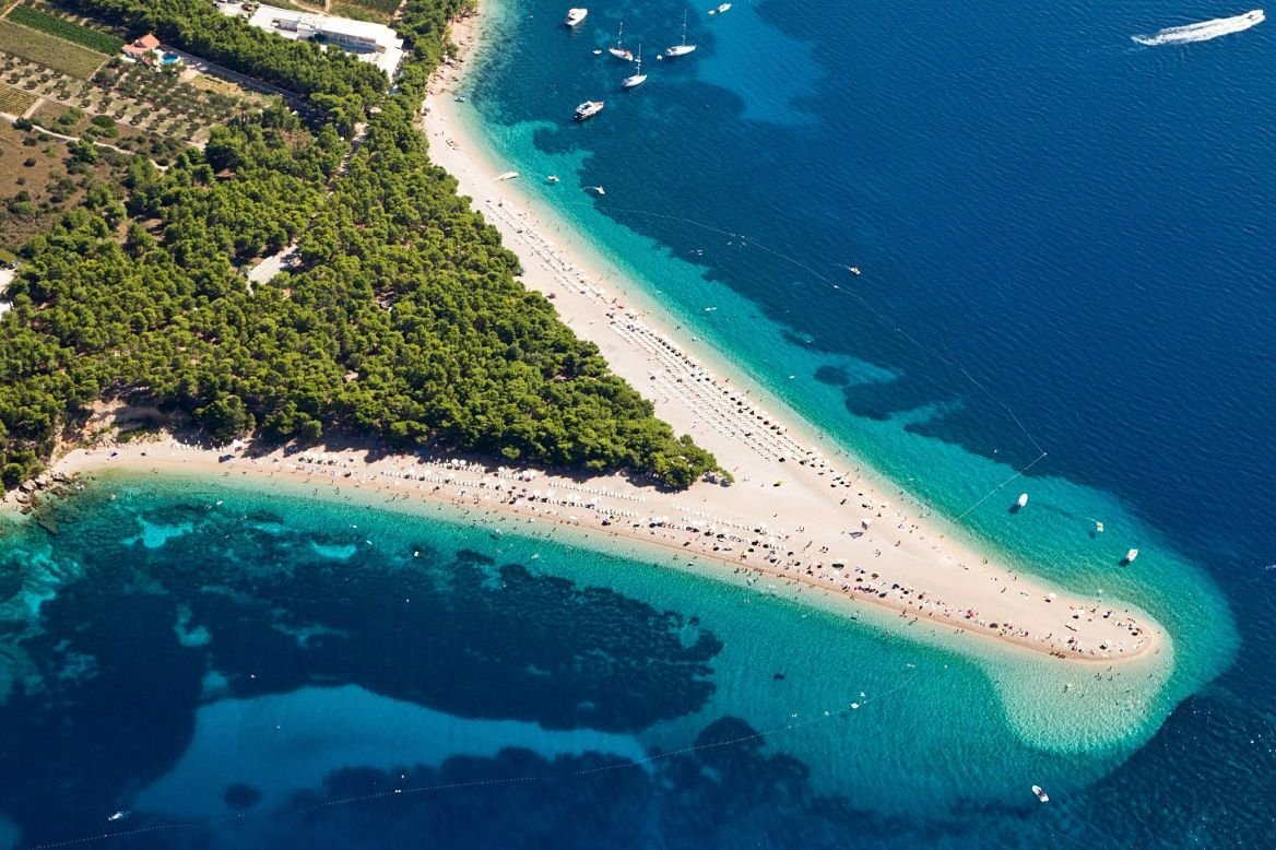 Plage de Zlatni Rat, île de Brat, Croatie