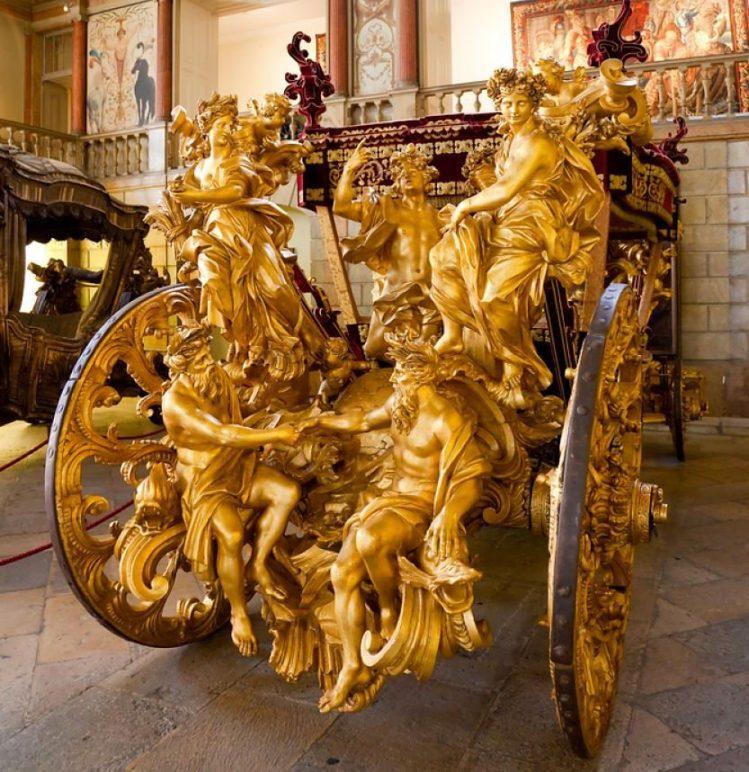 Carrosse au museu nacional dos Coches, Lisbonne, Portugal