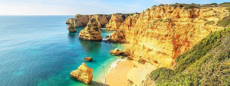 Praia da Rocha, Algarve, Portugal ©Marcin Krzyzak/Shutterstock
