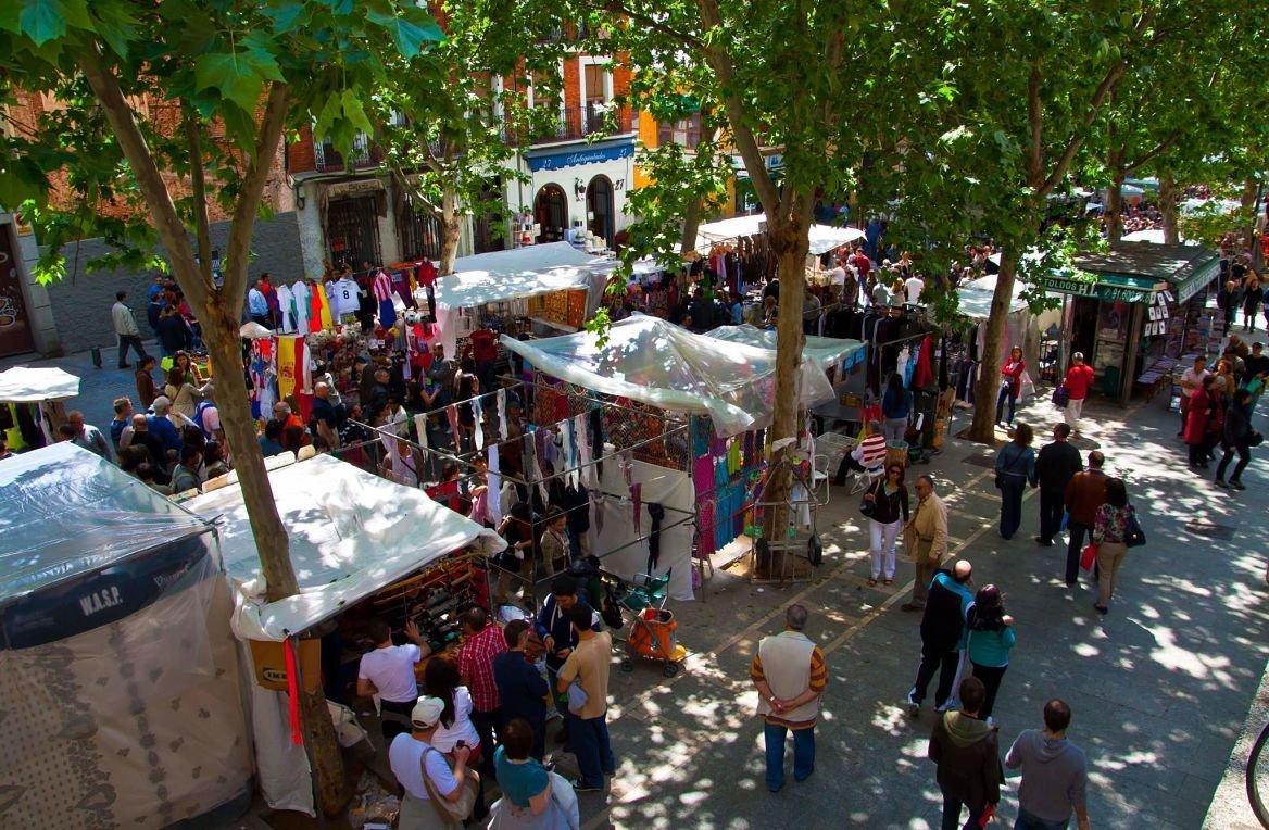 Le marché aux puces du Rastro, Madrid, Espagne