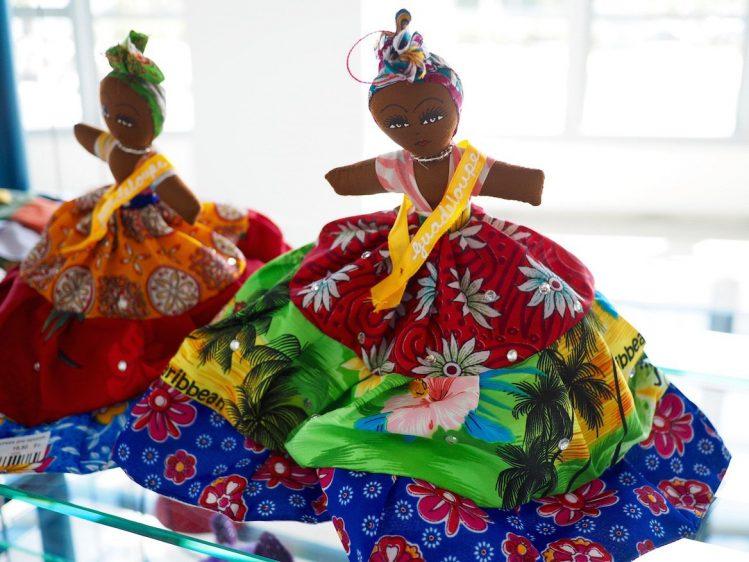 Poupée en madras - souvenir à rapporter de Guadeloupe