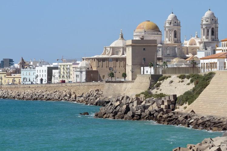 Cadix Andalousie vue de la cote et de la cathedrale