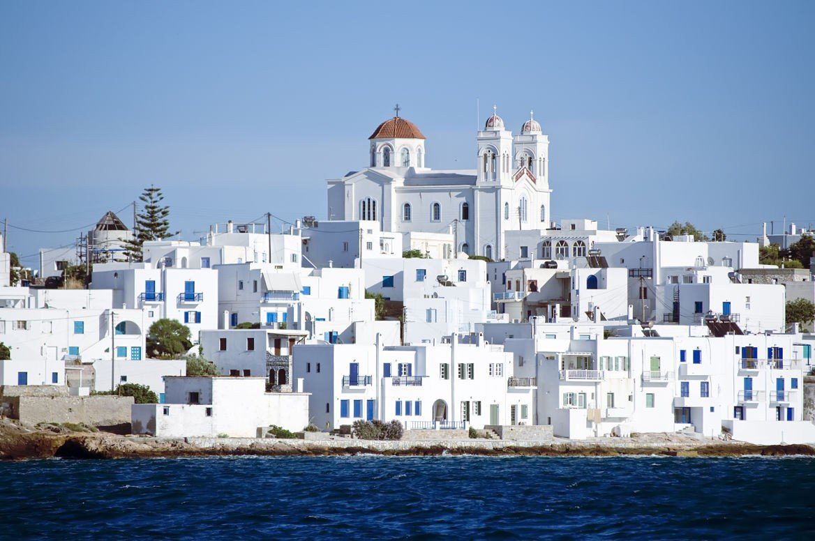 Village de Nassoua sur l'île de Paros, Cyclades ©Dieter Hawlan/Shutterstock.com