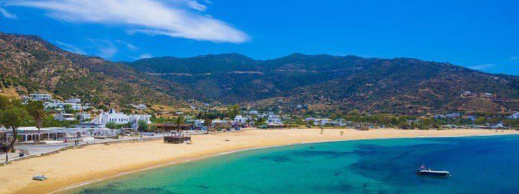Plage de Mylopotas, Cyclades, Grèce ©Josef Skacel/Shutterstock
