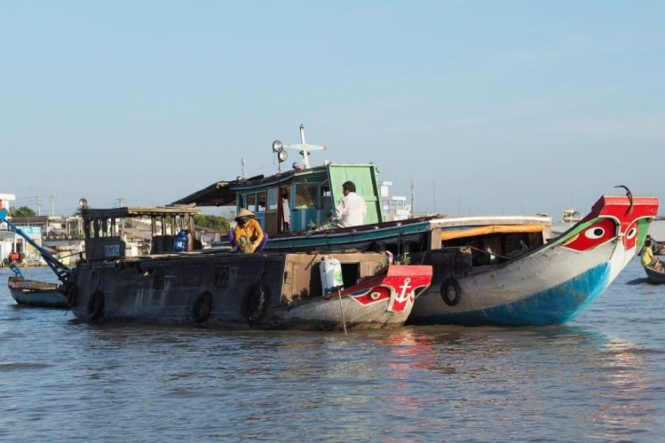 Marché flottant de Cai Be, Vietnam marchés