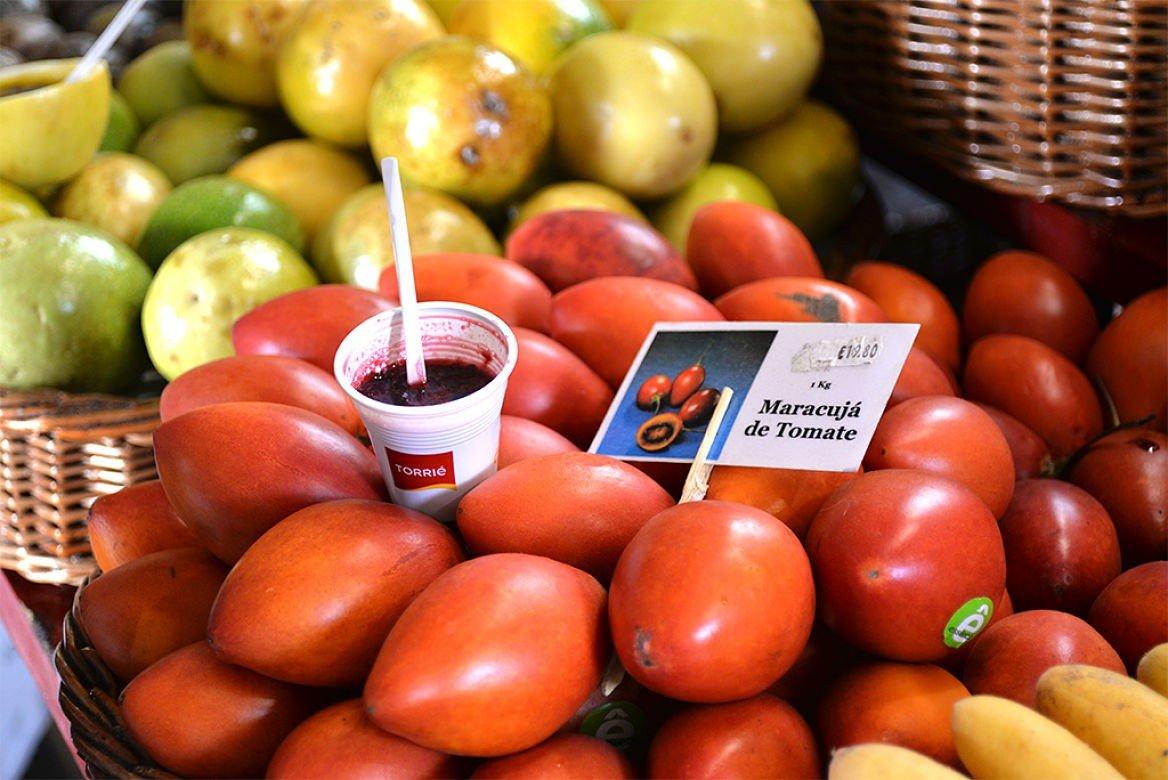 Maracujá de tomate (tamarillo), fruit de la passion, Madère