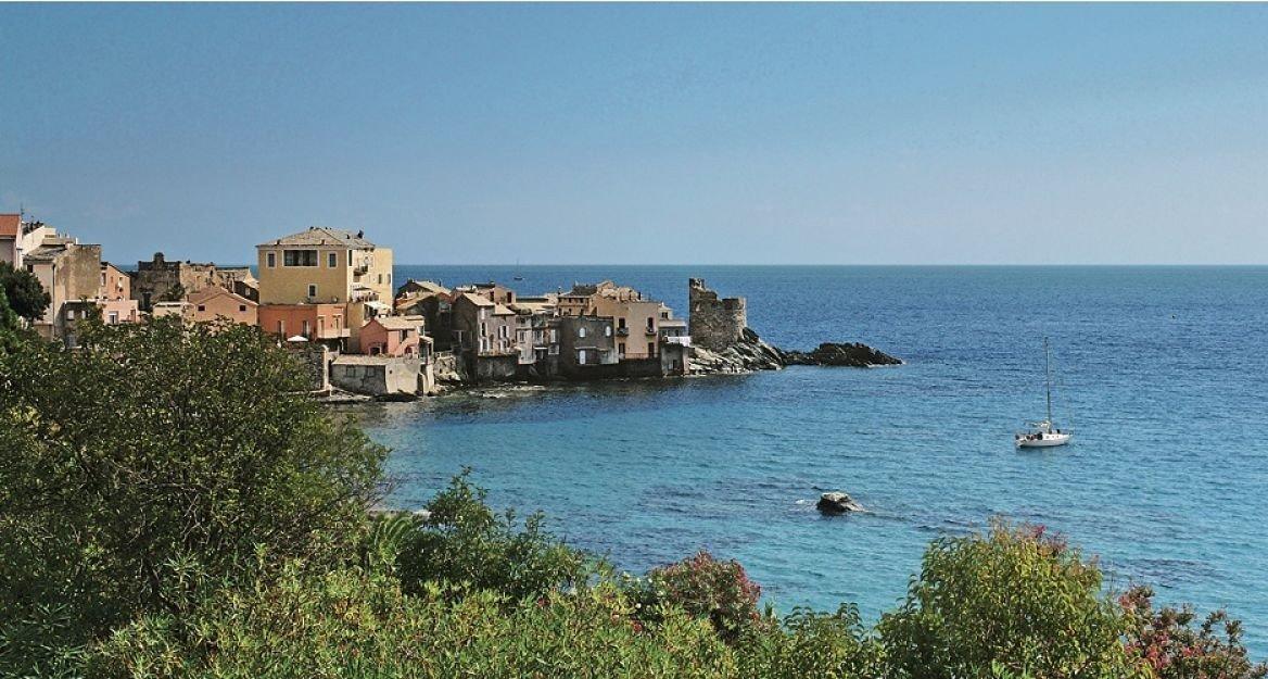 Vue sur le port d'Erbalunga, Cap Corse
