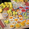 Fruits sur une barque, marché flottant, Vietnam