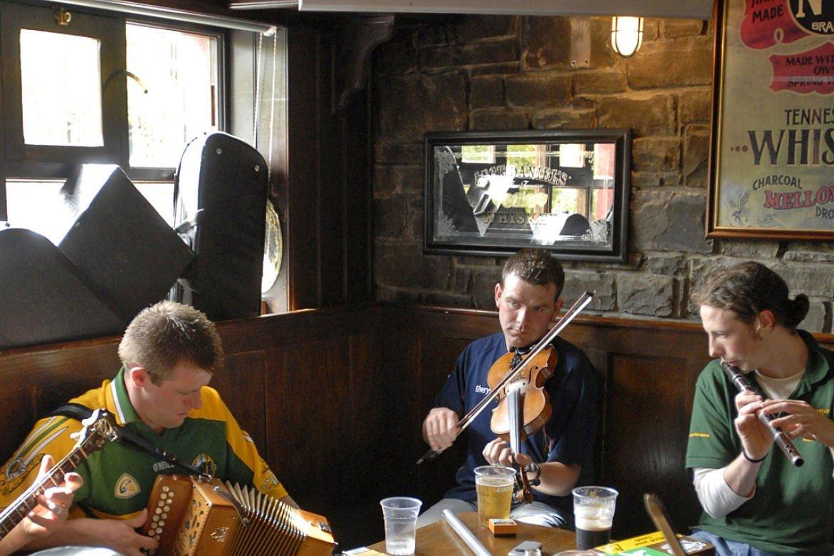 Musiciens dans un bar irlandais