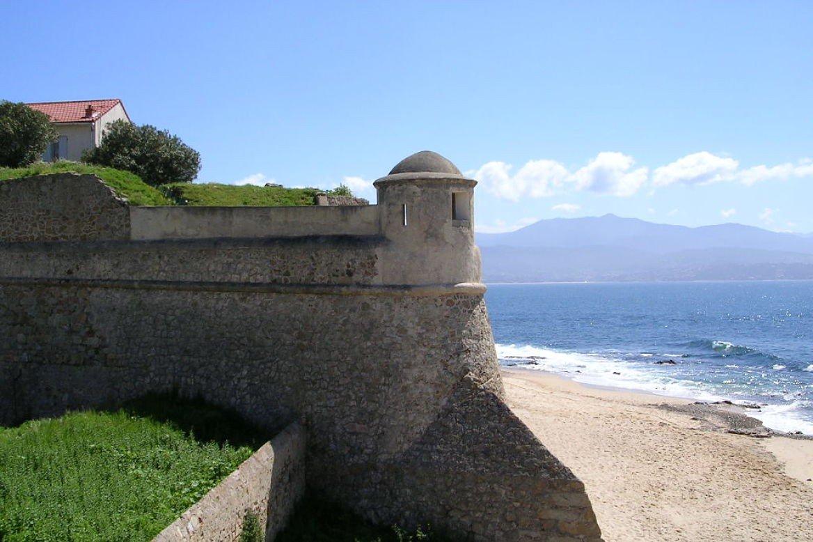 Plage de Saint-François et citadelle d'Ajaccio, golfe d'Ajaccio