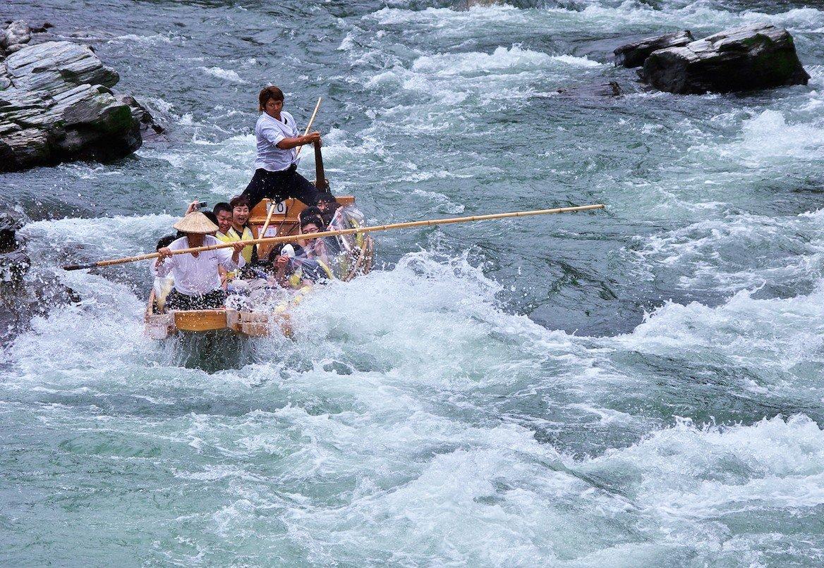 Sensations garanties lors de la descente des rapides de l'Arakawa!