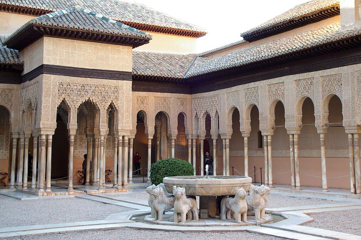 Patio de los leones à l'Alhambra à Grenade