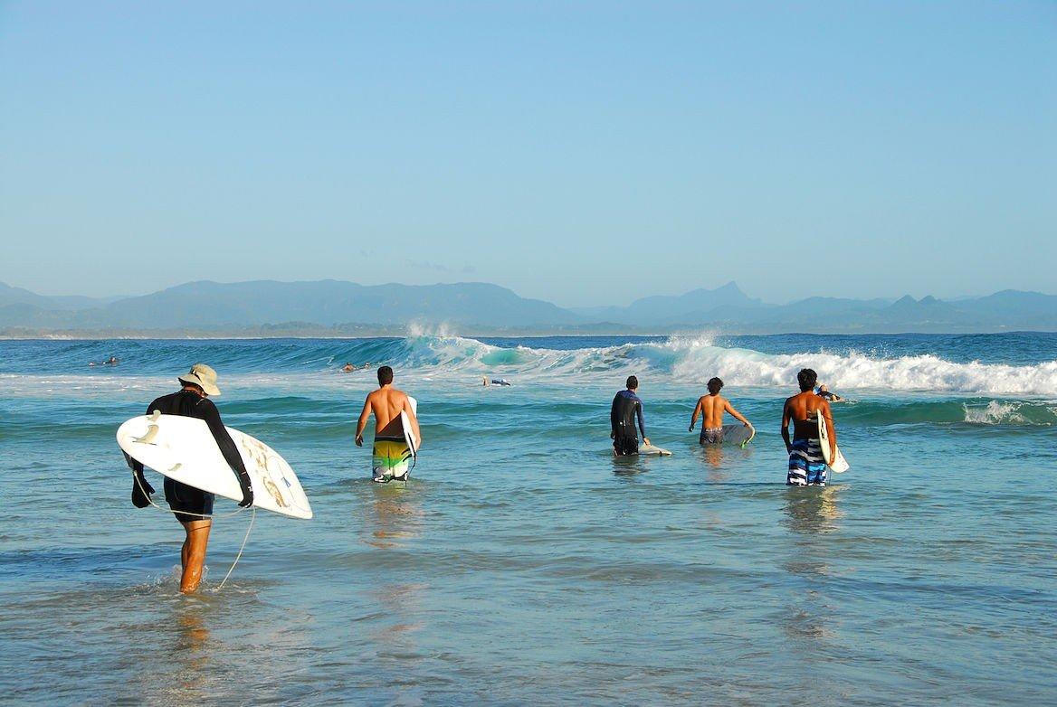 Surfeurs à la Byron Bay