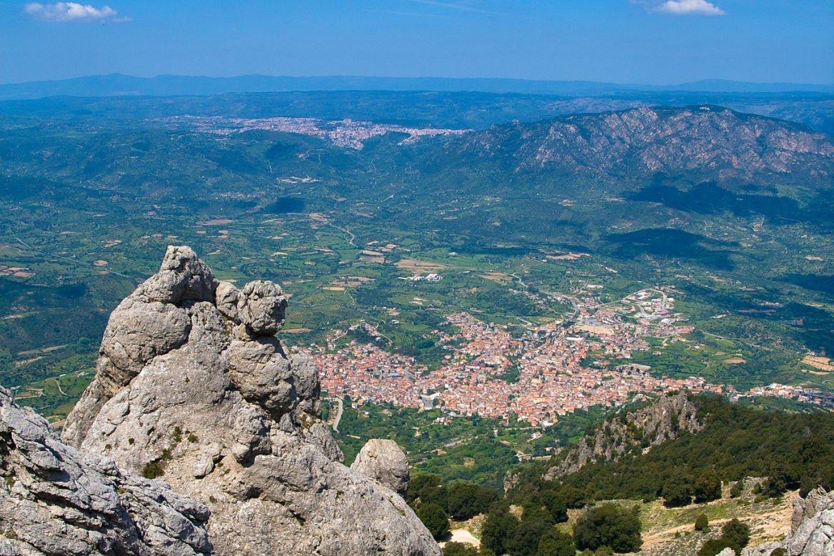 Vue sur Orgosolo et Oliena, Sardaigne