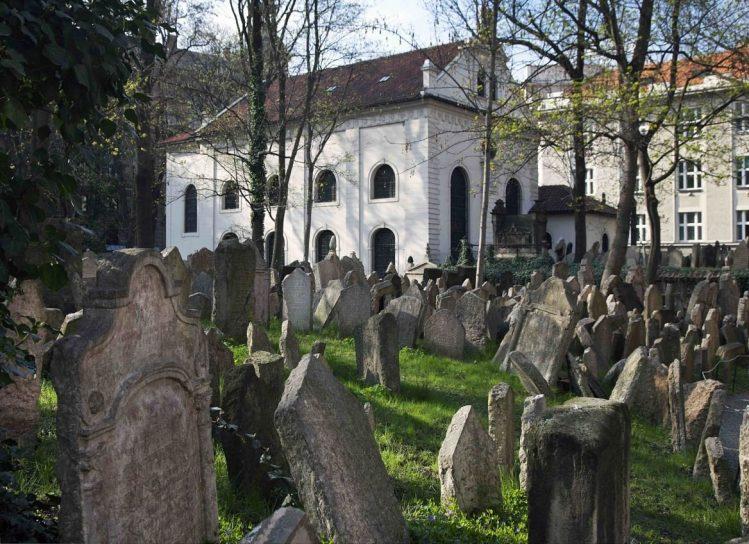 Le vieux cimetière juif, incontournable de Prague