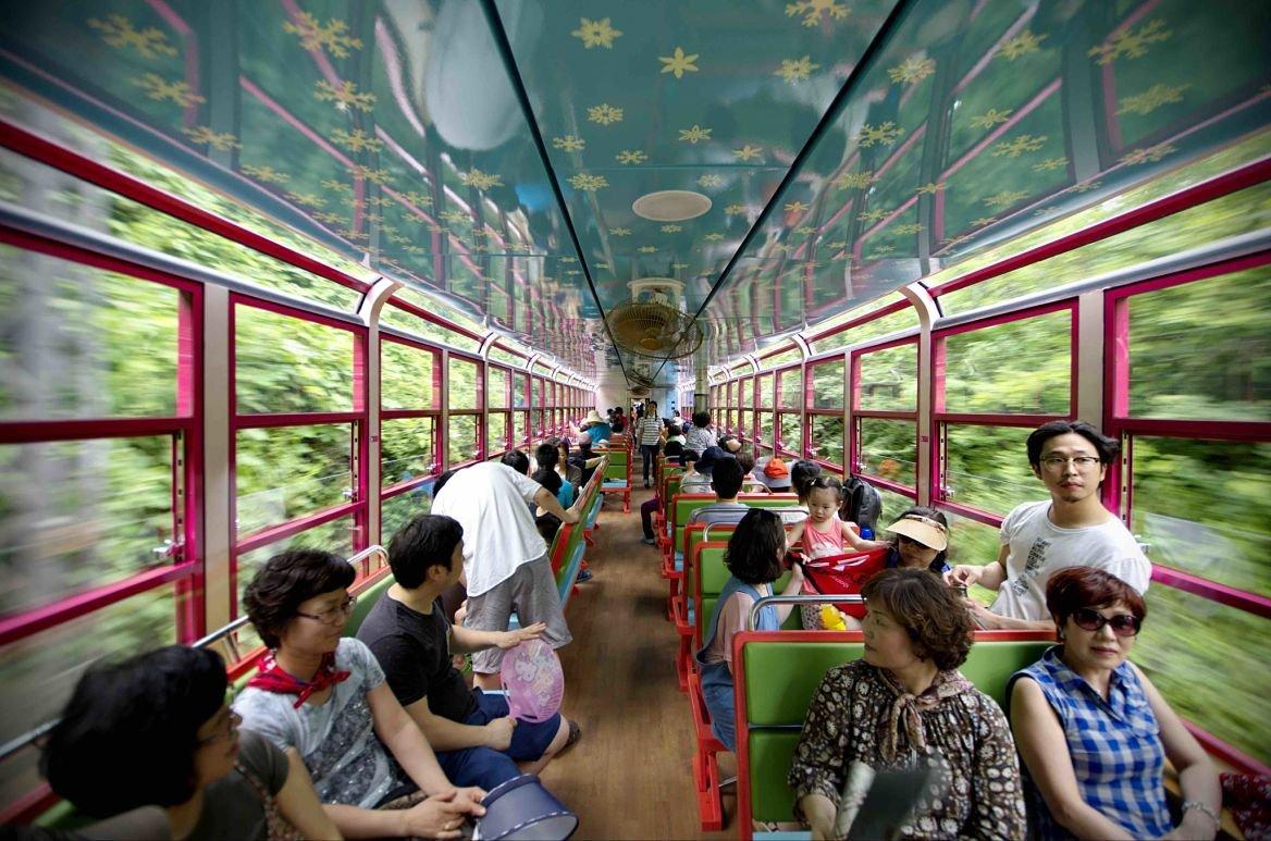 Le V Train © Greg Goodman/Die Gestalten Verlag GmbH&Co. KG, 2015