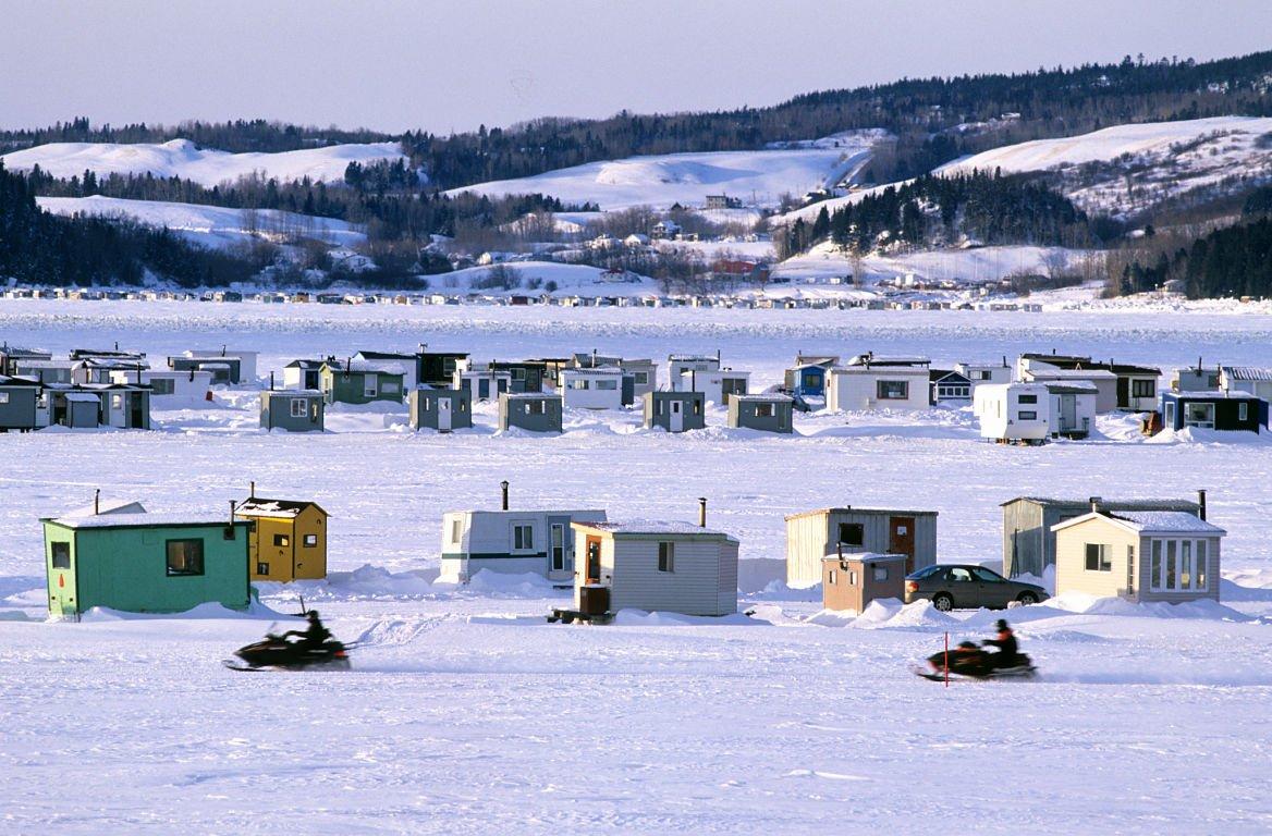 activité-hiver-Québec-motoneige