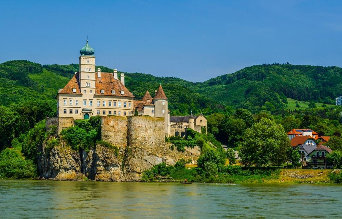 Le château de Schönbühel, au bord du Danube en Autriche.