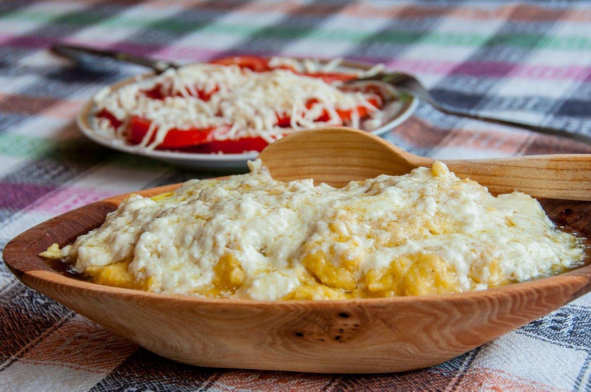 Kacamak-montenegro-plat-nourriture